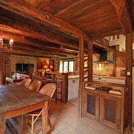 Le Vieux Domaine, au Masbareau,le séjour avec sa nouvelle cuisine ouverte du Gite rural de caractère, tout confort en peine nature à Royères en Limousin, prox Limoges, St Léonard-de-Noblat,Haute-Vienne, Nouvelle Aquitaine