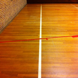 Sportzaal stofvrij geschuurd en gelakt met bona sportive lak