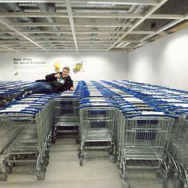 Lino unterstützte uns bei unserem IKEA-Einkauf tatkräftig mit dem Auto seiner Freundin. Jetzt haben wir auch endlich eine Matratze :)
