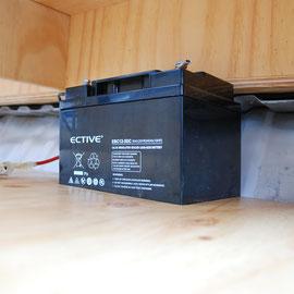 Der Boden ist drin und die Batterie hat ihren festen Platz bekommen.