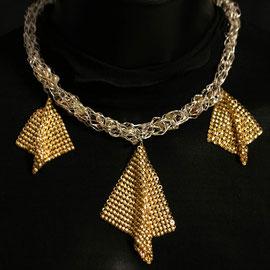 Thalie, collier chic en laiton doré et cristal de bohème   Prix 150 €