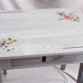 Table de desserte en bois peint - Imitation bois cérusé & décor floral- Pascale Richert