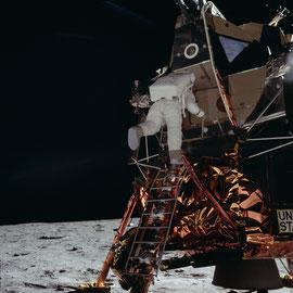 Astronaute Edwin E. Aldrin Jr. descend l'échelle du LM. Photo prise par Neil A. Armstrong, Apollo 11 - Photo : Nasa/CDN