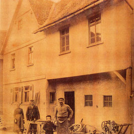Foto Sammlung Gerda Bonarius: Eißners Schmiede in der Steinfurther Hauptstr 24-26 um 1905