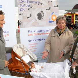 Juli 2013 Referentin Ingrid Schmidt-Schwabe über das Freiwilligenzentrum