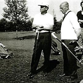 Sammlung Wolfgang Zeh: Auf dem Golfplatz - rechts im Bild: Max Lange, Golflehrer aus Berlin