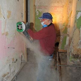 Zerlegen einer Heraklit-Wand zum Abbau: Roland Reisert