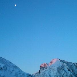 月と阿弥陀のてっぺんモルゲン