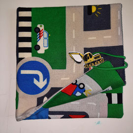 Pixibuchhülle, Strasse mit Fahrzeugen