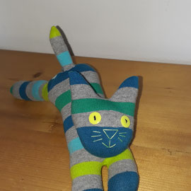 Sockenkatze, grau-grün-blau gestreift