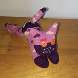 Sockenkatze, rosa mit Herzen