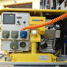 Firma: Endress Typ: ESE 904 DBG ES DIN Nennleistung: 8 kVA Nennspannung: 400V/230V Gewicht: 124 kg Tankinhalt: 12 l Betriebsstoff: Benzin Schutzart: IP54