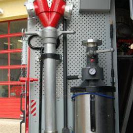 1 x Standrohr 1 x Hydranten Schlüssel 2 x Schachthaken 4 x Seilschlauchhalter 1 x Schaumstrahlrohr M/S 4