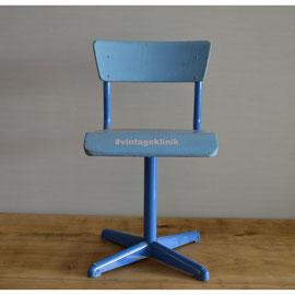 Schöner Kinderstuhl Blau mit Metalfuß *30€