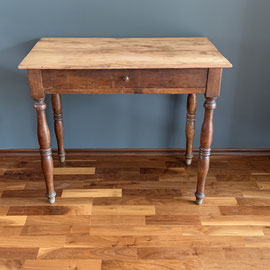 Tisch in originalem Zustand, 83 breit, 50 tief, 70 hoch * 140€