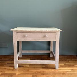 Authentischer kleiner Tisch mit Schublade und Naturholzplatte, 86 breit, 63 tief, 72 hoch *140€