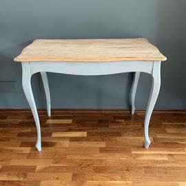 Wunderschöner kleiner Tisch mit geschwungenen grauen Beinen, Tischplatte im Originalzustand, 100 breit, 61 tief, 76 hoch *200€