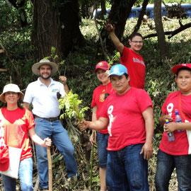Colaboradors de ESSO Guatemala sembraron 2 hectáreas de árboles frutales en la finca La Trinidad, Escuintla, en fecha reciente.