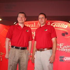 Pedro Ramírez Gerente de Marca Gallo, Rodrigo Gavarrete Vocero Institucional, en conferencia de prensa anunciaron el encendido de los 33 Árboles Gallo en todo el páis.