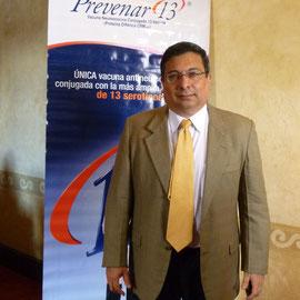 El doctor Carlos Grazioso, infectólogo pediatra, ofreció un taller a los medios de comunicación de Guatemala para informar sobre el tema de la neumonía y cómo afecta a la población y su prevención a través de la vacuna Prevenar 13.