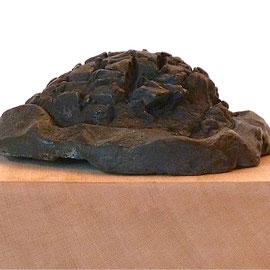 Igel III, Bronze patiniert, 1993, H ca. 4,2 ø ca 12,5 cm, Auflage 3