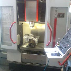 Motorbearbearbeitung mit CNC-Fräszentrum