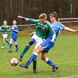 Regionalliga Nord: TSV Eintracht Immenbeck vs. SG Jesteburg/Bendestorf - Annika Scheiders (Jesteburg), Jessica Paap (Immenbeck)