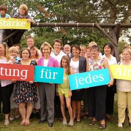 Kampagne mit Agentur Scholz & Friends, Berlin: Familienministerin von der Leyen im Mehrgenerationenhaus