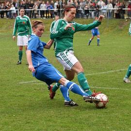Regionalliga Nord: TSV Eintracht Immenbeck vs. SG Jesteburg/Bendestorf - Sophie Gerkens (Immenbeck), Nadine Bischoff (Jesteburg)