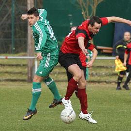 Bezirksliga Süd: GW Harburg vs. Harburger SC- Yasin Tauscher (GWH), Benjamin Fahrenholz (HSC)