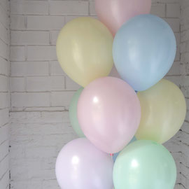 гелиевые шары нежных цветов
