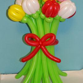 Цветы тюльпаны из шаров колбасок