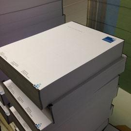 Briefbogen geschnitten, vor dem verpacken.