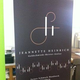 Goldschmiede Jeannette Heinrich.
