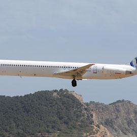 MD-83 der Ten Airways im Juni 2014 mit Bluebird-Logo, aufgenommen in Ibiza/Courtesy: Alexander Portas
