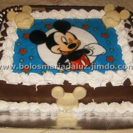 Bolo Mickey ( Papel de arroz com carinhas e placas de chocolate)