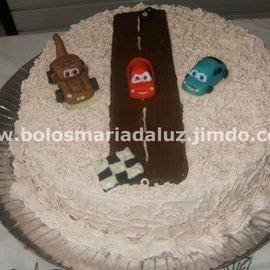 Bolo Carros com pista de chocolate