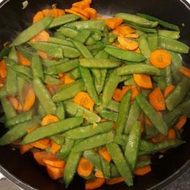 Hähnchen-Nudelgratin mit Gemüse, glutenfrei