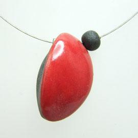 fiche de description de ce bijou collier raouge en poterie