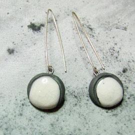 description détaillées des boucles d'oreilles céramique blanches