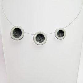 voir collier de perles en céramique