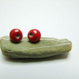 puces d'oreilles rouge en céramique