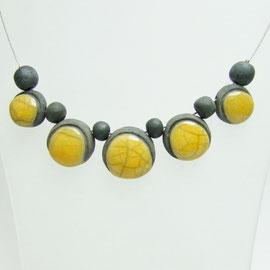 collier  de perle jaune et noir