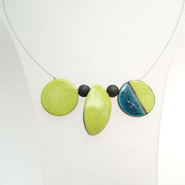 Collier asymétrique verte et bleu