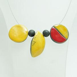 collier rouge et jaune en céramique raku