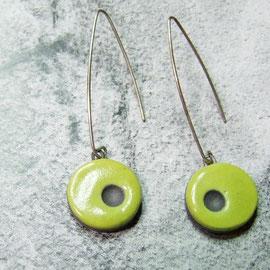 fiche détaillée de ces boucles d'oreilles vertes en raku