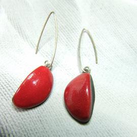 boucles d'oreilles rouge monture argent.