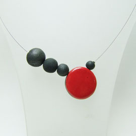 details sur ce collier ceramique raku