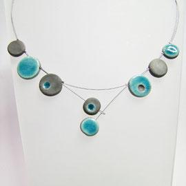 acceder à la description du collier ceramique raku bleu
