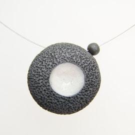 voir collier effet lave en céramique raku